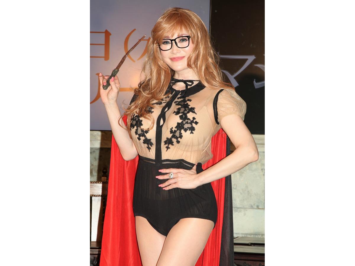 叶美香 ツンデレな魔法女子の ブルマードレス姿 を披露 Rbb Today